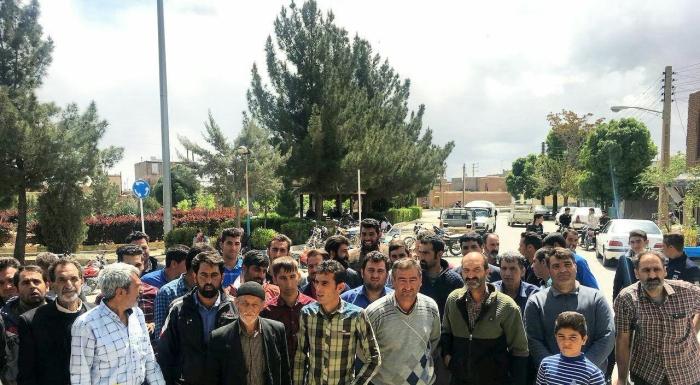 خرمدشت.تجمع اعتراضی کشاورزان بخاطر بی آبی۹۷۰۱۲۴